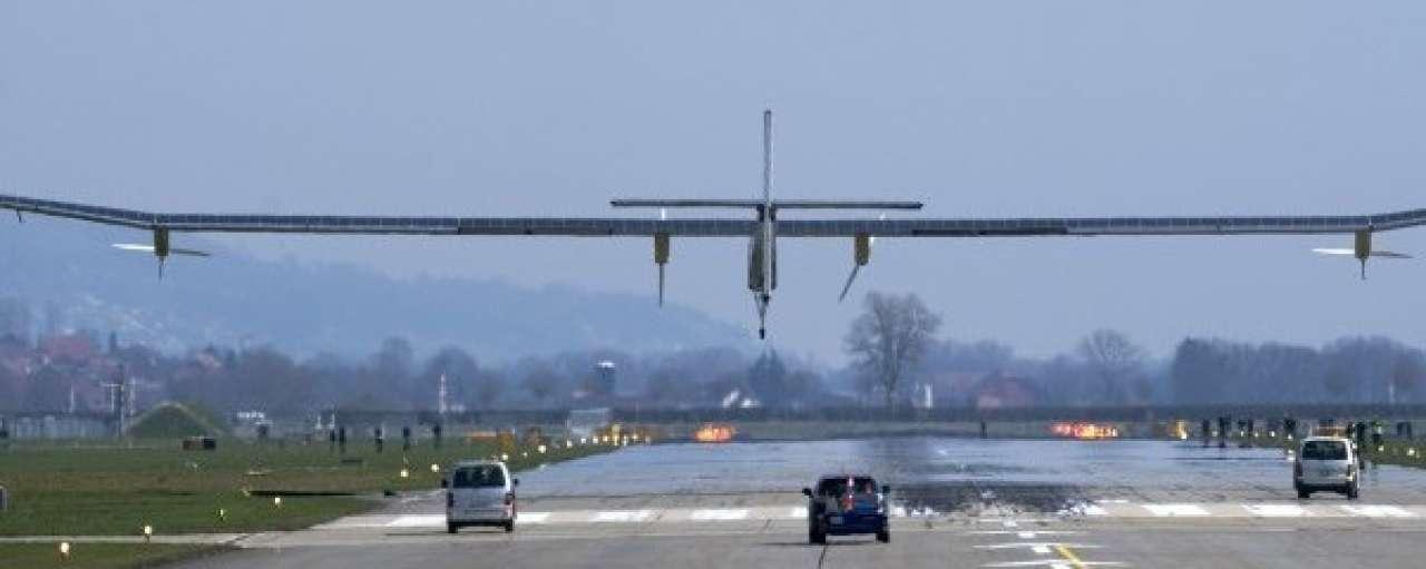 Vliegers voeden debat over zonne-energie met Solar Impulse