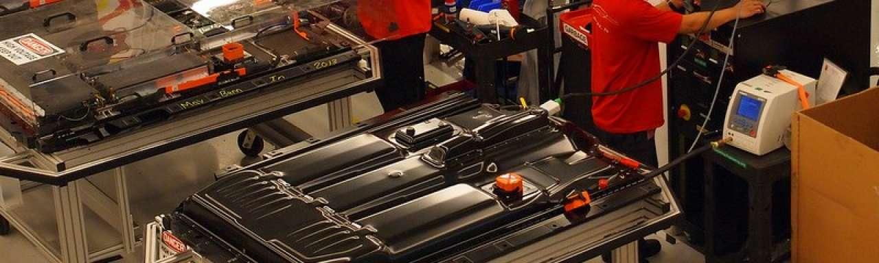 Tesla wisselt Model S accu in 90 seconden