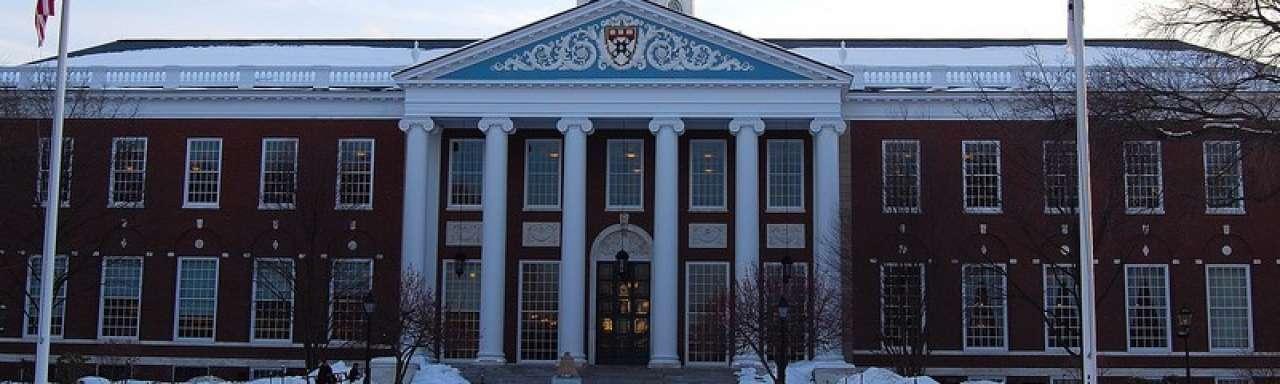 Harvard blijft investeren in fossiele brandstoffen