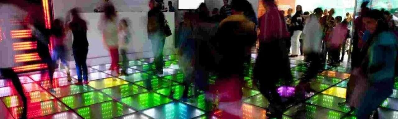 #DWARSBOOM: Energy Floors maakt dansen voor stroom mogelijk