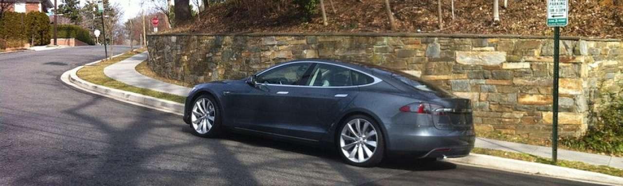 Aandeel Tesla onder druk na brand