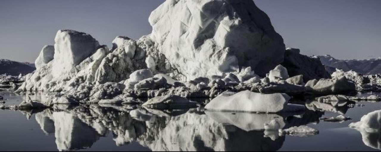 Reflecterend ijs vertraagt smelten poolkappen