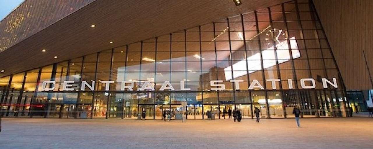 Vernieuwd Rotterdam CS met zonnedak
