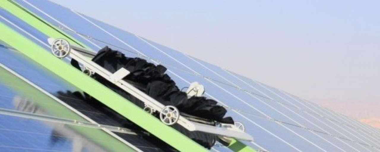 Robots poetsen zonnepanelen zonder water