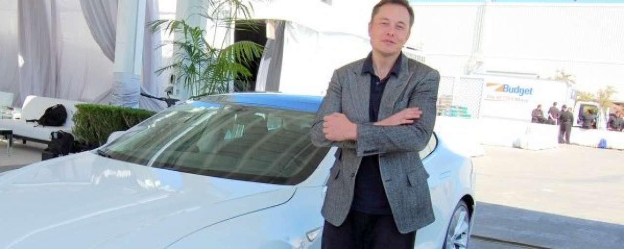 Musk: ontwerpproces Tesla Roadster 'dom'