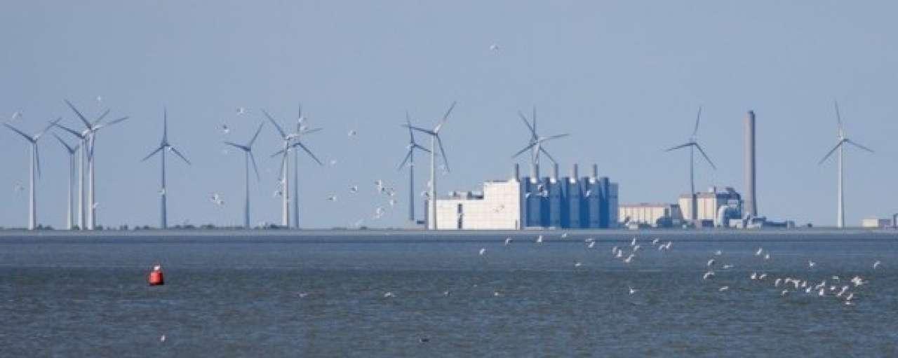 Eemshaven van kolenkit naar windmolen hub