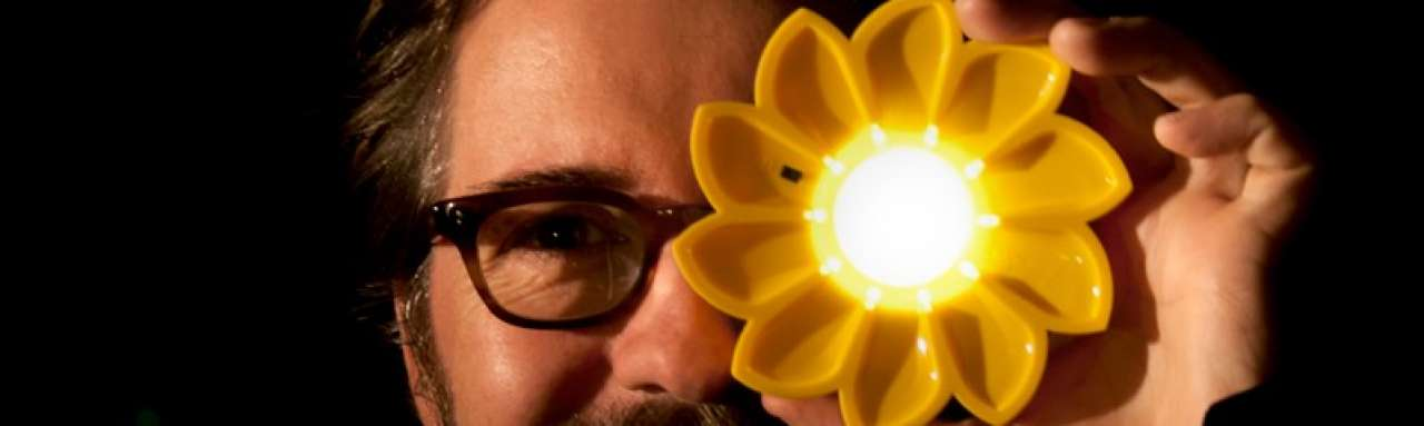 Kunstwerk op zonne-energie helpt derde wereld