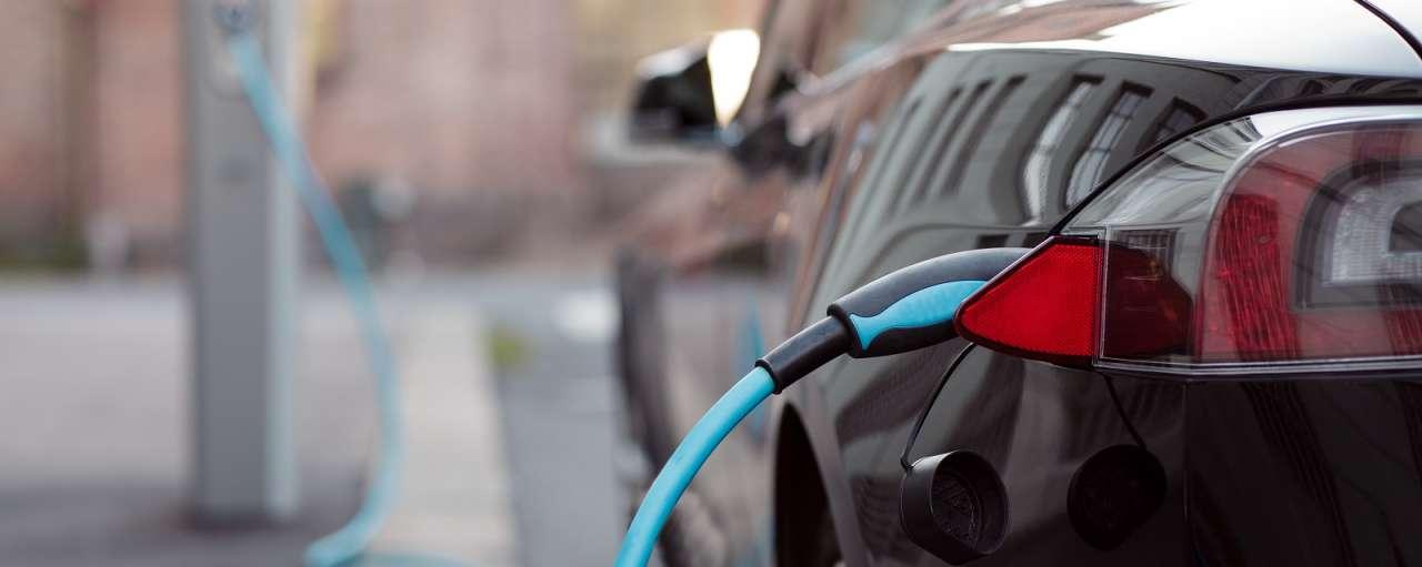 Qurrent, Alfen, IHomer, elektriciteit, auto, auto's, Mitsubishi Outlander, Opel Ampera E, Tesla Model S