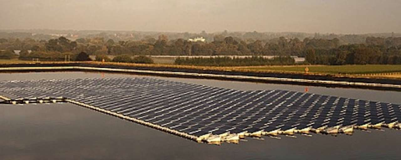 Drijvende zonnecentrale in Groot-Brittannië