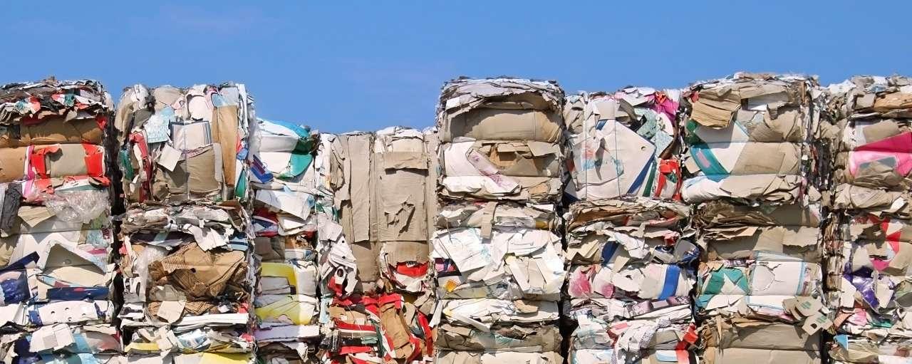 papierrecycling, stapels papier