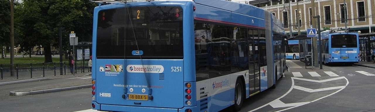 Arnhemse trolleybus los van bovenleiding