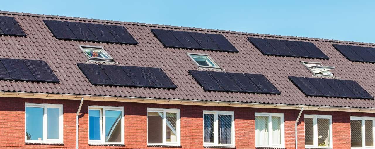 zonnepanelen, daken, huizen, verduurzaming woningmarkt