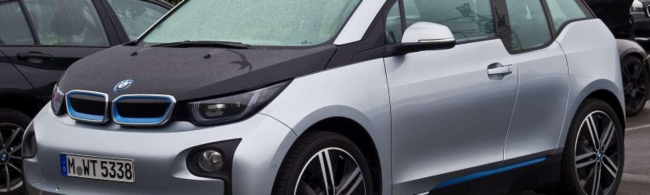 Verkoop elektrische auto's stijgt in dalende markt