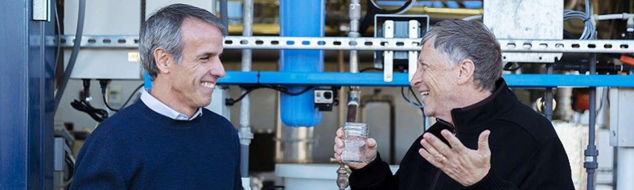 Bill Gates drinkt water uit poep