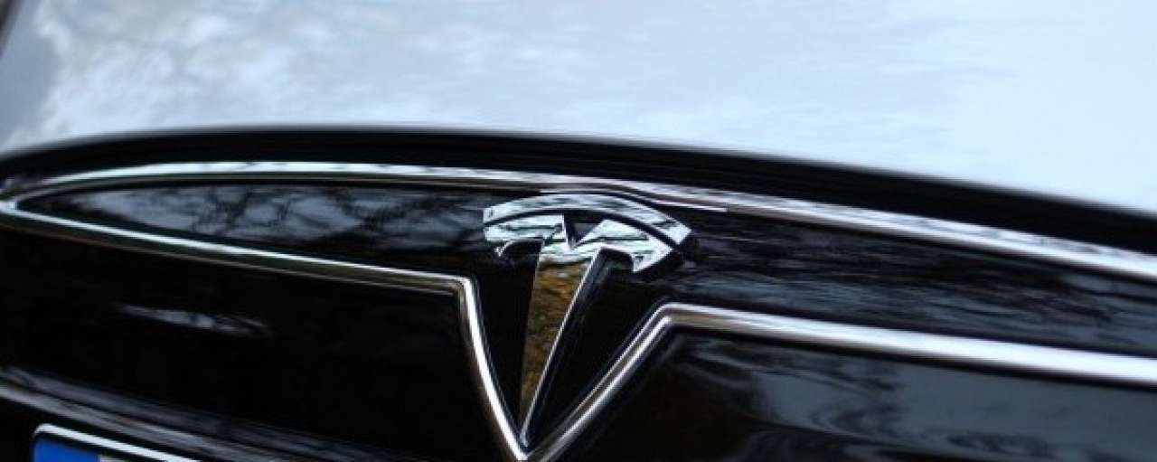 Dit doet Tesla's 'Insane' knop met je