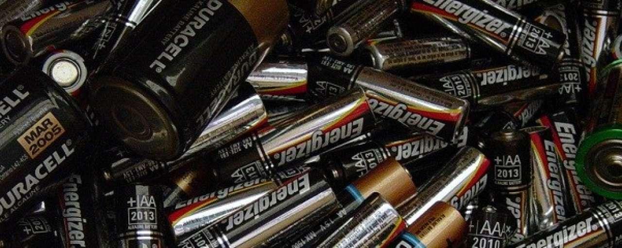 Nieuwe Energizer-batterijen uit oude penlites