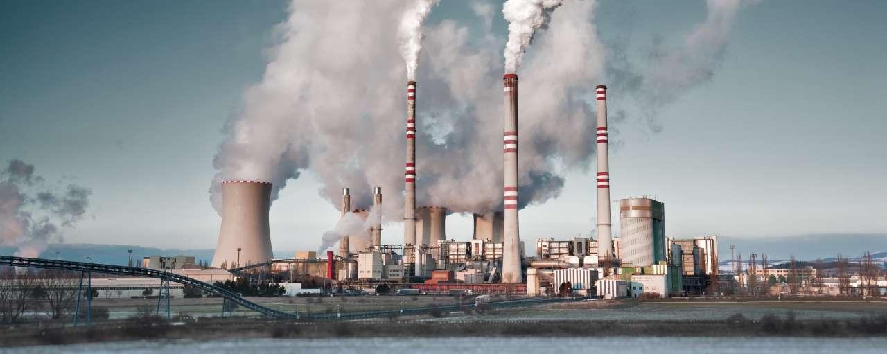 kolencentrale met rook