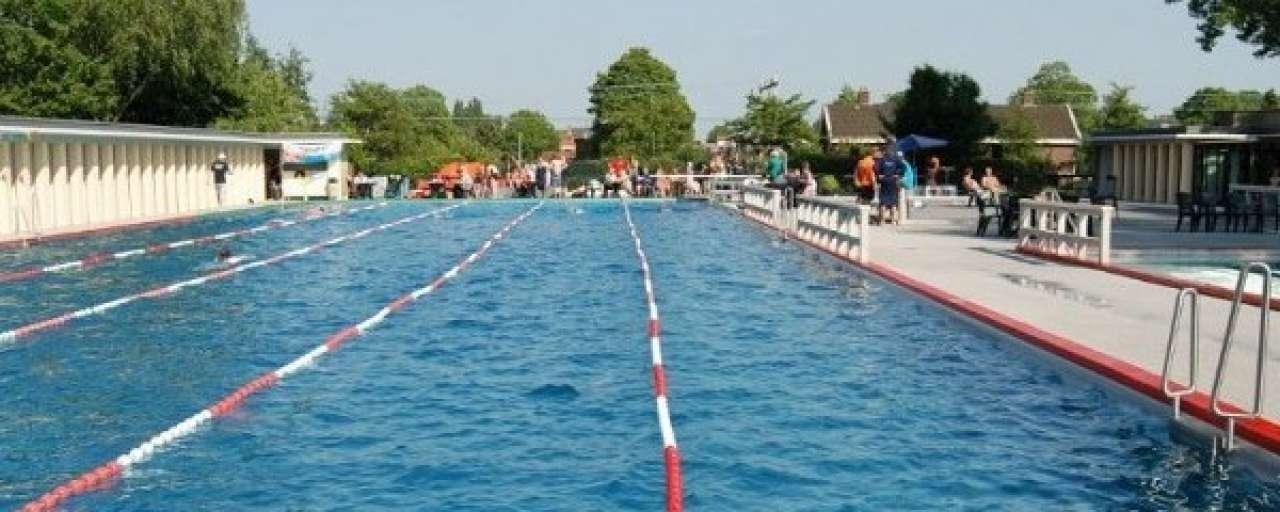 Zwembaden zitten er warmpjes bij met Heatsavr