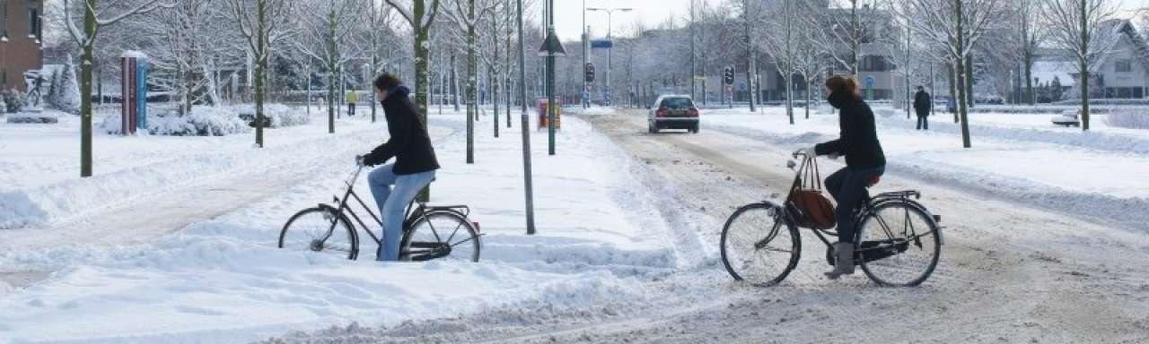 Geglij voorbij door duurzaam verwarmd fietspad