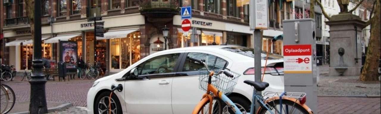Eneco laadt leaseauto's met Nederlandse wind